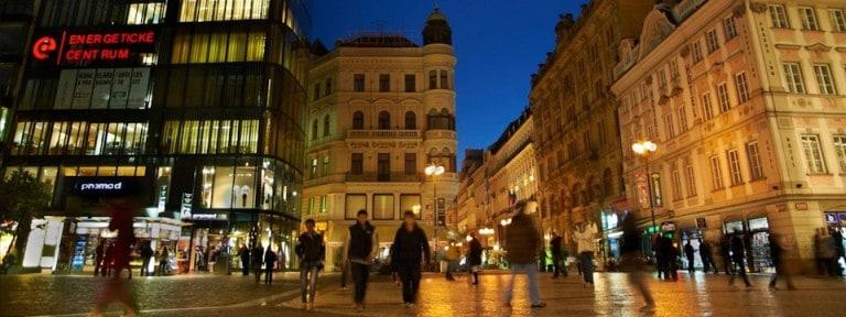 Immobilier – Faut-il investir en centre-ville ou en périphérie ?